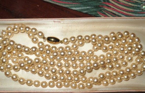 Vintage 1950s vintage Art Deco flapper length glass pearl necklace