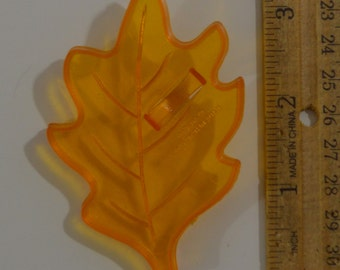 "Vintage AMSCAN OAK LEAF Autumn Cookie Cutter | 1980s 3.25"" x 2 1/8"""