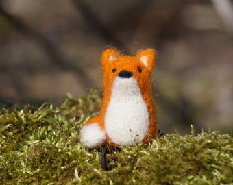 needle felted fox, red fox, needle felted animal, soft toy, felted fox figurine, cute red fox, wool felt, needle felting, lovely fox, tiny