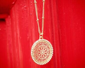 Mini round filigree necklace