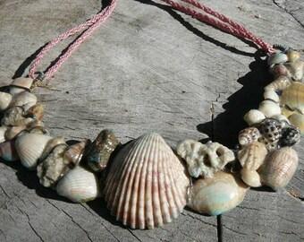 Seashells necklace pink
