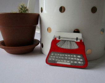 Free shipping. Typewriter. Brooch.