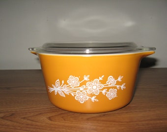 Vintage Pyrex 441 Butterfly Mixing Bowl with cover