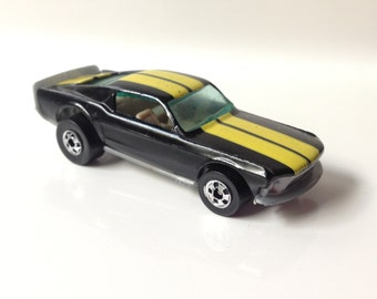 Vintage 1974 Mattel Hot Wheels Mustang Stocker Die Cast with Plastic Bottom Car Black and Yellow Stripe