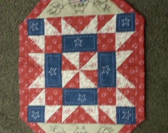 Patriotic table topper. Hand applique. hand quilted