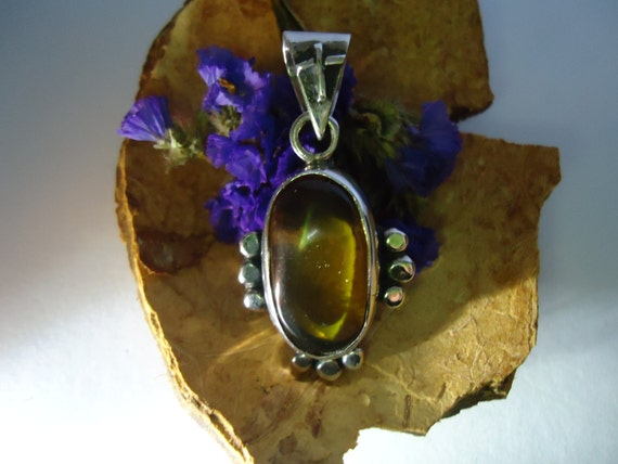 Mexican amber. Small yellow amber sterling silver pendant.