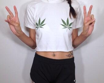 Weed Leaf Boobs Crop Top White T-Shirt 420 Pot Leaf Stoner Maryjane Hippy Tumblr EDC Festival Cyber Grunge Cute Ganga Plant Tee Top