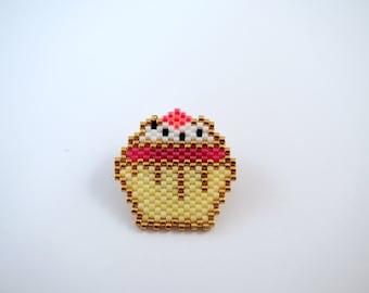 Cupcake pin Miyuki beads