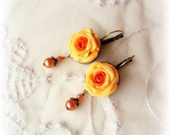 Orecchini con rose gialle