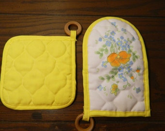Vintage Yellow Corningware Floral Oven Mitt And Pot Holder