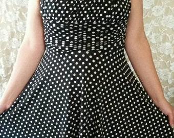 20% off!! ~ Beautiful 50s/60s pinup dress