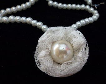 Bridal necklace. Lace and pearls.