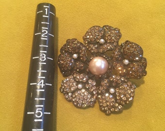 Vintage flower broach is a stunner!