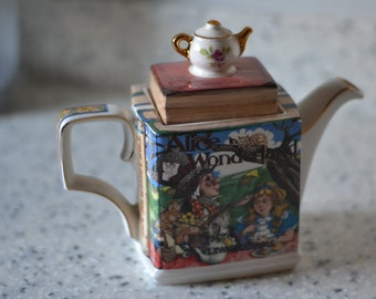 Alice in Wonderland teapot by Sadler of England