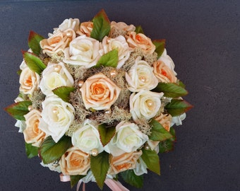 Flower decoration wreaths in salmon/white