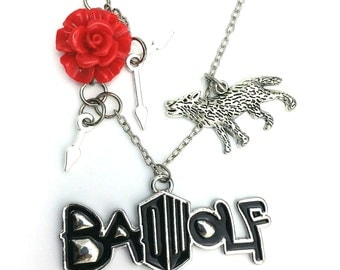 "Rose Bad Wolf Doctor Who Inspired Resin Enamel Charm 20"" Chain Necklace Silver Tone"
