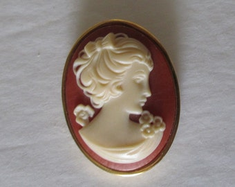 Trifari Cameo Brooch Gold Tone Marked Vintage