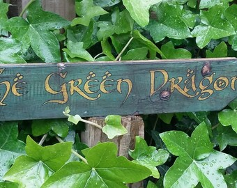 Lord of the Rings The Green Dragon Hobbiton Handmade Rustic Sign Signpost for Interior Use Handmade Printed Distressed Hard wood