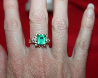 Beautiful Colombian Emerald & Diamond Ring