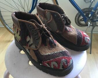 Vintage sz 5 patterned boots