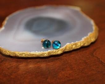 6 mm Pauna Shell Stud Earrings