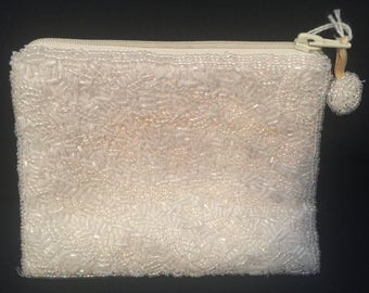 White vintage beaded coin purse