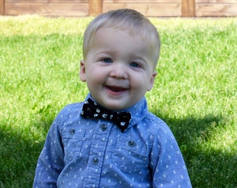 Boys Bowtie | Baby bowtie, velcro bowtie, toddler bowtie, wedding bowtie, baby boy bowtie, kids bowtie, hipster bowtie, black floral bowtie