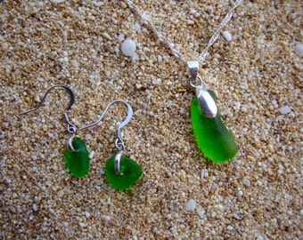Sea glass pendent & earrings green
