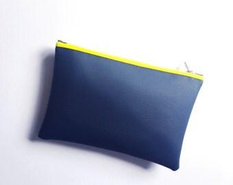 Medium Navy Leatherette Bag