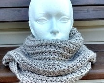 Infinity scarf two towers of neck for adult, color Taupe, knitted hand Parfais for winter