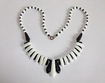 Fabulous Vintage Art Deco Black & White Monochrome Glass Fringe Necklace