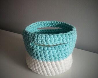 Crochet basket small format (white & blue)