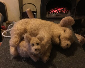 Needlefelted Pig and piglet lying down
