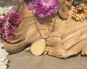 Silver Plated Pendant Style Necklace with Yellow Honeycomb Effect (N005)