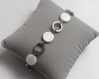 Circles bracelet and mother-of-Pearl