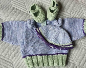 New born jumper with matching booties and hat 0-3 months