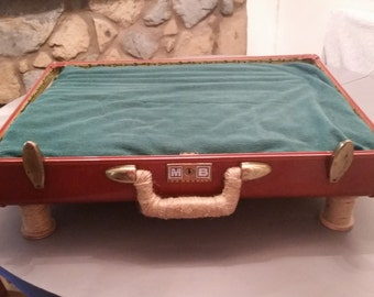 Suitcase Pet Bed Vintage