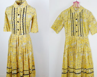 1950s Vibrant Yellow Butterfly Novelty Print Shirt Dress / Medium Large
