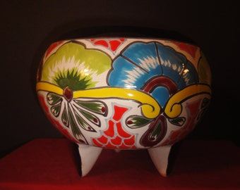 well painted planter with 3 legs made in mexico   20cm high