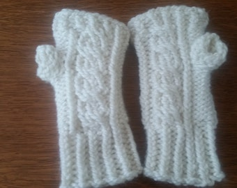 cable knit finger-less mittens