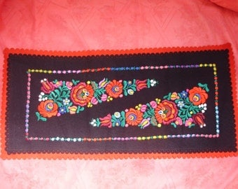 Vintage handmade embroidered Hungarian Matyó doily ,flower pattern