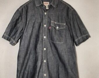 Classic Levis Short-Sleeved Denim Shirt