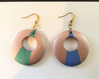 Hand-painted two-tone reversible earrings in mauve and blue/green