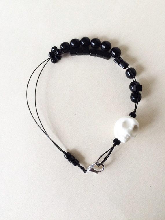 skull - knitting row counter bracelet, abacus bracelet, knitters jewelry, knitting tool, knitting gift spooky halloween