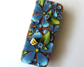Blue Flower Slide Top Tin, Sewing Needle Case with a Little Bee , Polymer Clay Covered Tin, Magnetic Needle Case