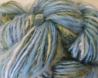 LAKE MOSS Handspun Wool Art Yarn Fleecespun Coopworth 102yds 2.75oz 8wpi aspenmoonarts knitting Weaving