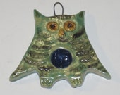 Small Owl supported spindle porcelain necklace for spindling on the go