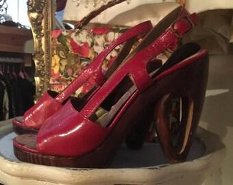 Fall sale red sandals platform sandals size 7 1/2 vintage shoes wood heels 40s style platforms