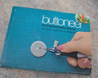 vintage seventies 70's buttoneer set new in box attach buttons in 5 seconds set