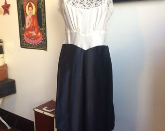 """Vintage Two Tone Slip Navy and White 38"""" bust"""